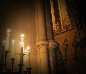 Southwark_cathedral_candlelight